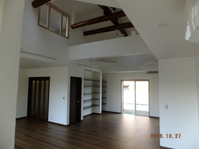 和室だった3室を1つの事務所に改装し大空間へ