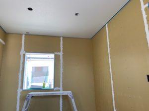 漆喰工事の作業風景