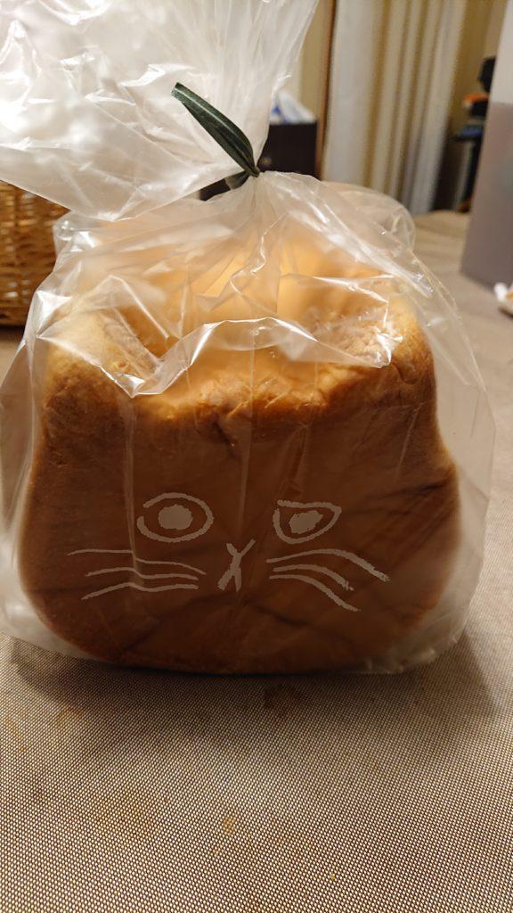 ネコ食パン
